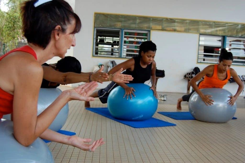 Magali Théry prend en compte la protection du périnée et les pressions abdominales dans sa formation en ligne Pilates autrement.